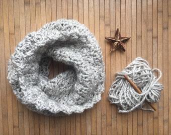 Suzette stitch crochet cowl
