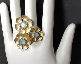 BLUE STONE FLOWER Ring Adjustable Ring Stretch Band Brushed Gold Tone Vintage Ring Large Statement Ring Vintage Jewelry