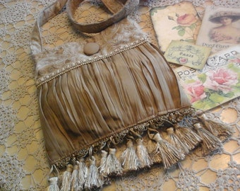 Small vintage style handbag