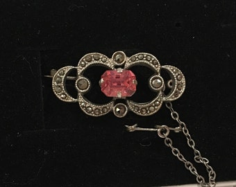 Exceptionally Pretty Vintage Art Deco Silver Tone-PINK Glass Stone & SPARKLING MARCASITE Brooch-Lovely Classic Design-With Safety Chain