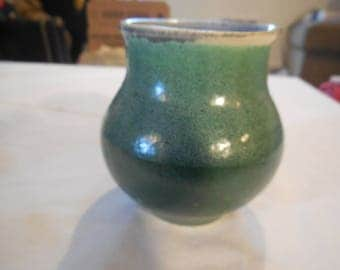 Ceramic cup - March Green with 520 white overlay