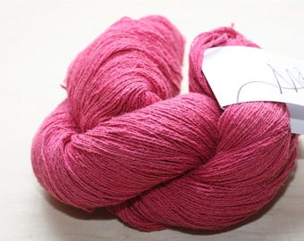 Mary Gavan Quail, color Cherry (dark pink)