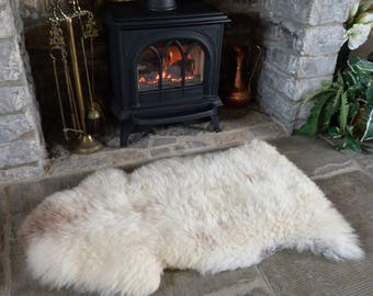 Sheepland Organic Undyed Pure Sheepskin Rug in Cream with Grey Speckles (3)