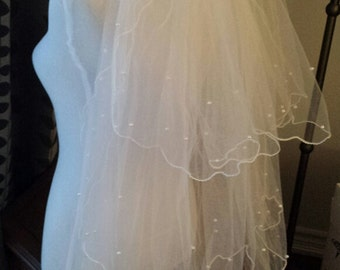 Fingertip Veil 3-Tier w/Scattered Pearls, Corded Edge, w/Rhinestone Comb Decoration, Off-white, READY TO SHIP, (V03-F3TwP)