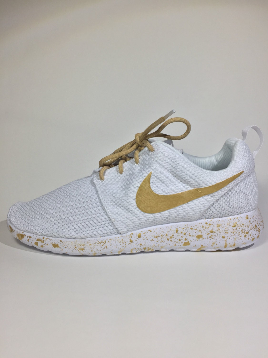 how to clean white nike roshes
