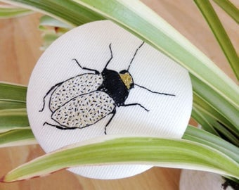 Brooch embroidered by hand // les bestioles // black& gold // embroidery // handmade // insect