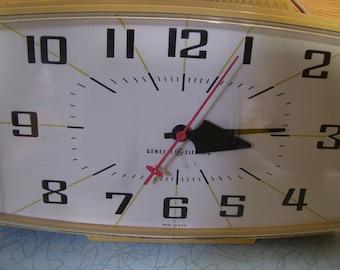 Vintage GE 1950's kitchen clock.