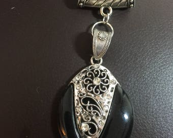 Black and silver scarf pendant