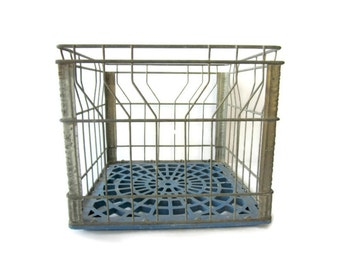 Vintage Milk Crate, Wire Milk Crate, Dairy Crate Industrial Decor Farmhouse Decor Metal Crate Storage Crate Cottage Decor Dairy Box Organize