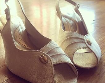 Vintage Hush Puppies | Peep Toe Kitten Heels in Shimmering Gold