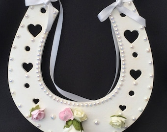 Lucky horseshoe for the bride of the wedding