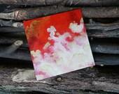 Tableau 'nuages en perspective' rouge - format 20 x 20 cm