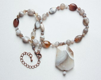 Multi-Faceted Botswana Agate Pendant Necklace in Shades of Blonde