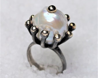 crown rustic woman ring made of oxidized silver and melted gold with a freshwater baroque pearl of 15mm in diameter