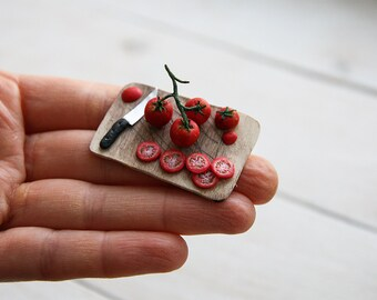 Miniature doll house 1:12 scale chopping board with tomatoes