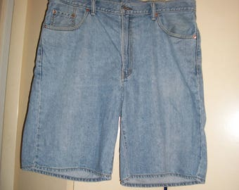 Vintage Levi's 550 Light Wash Denim Shorts Size 40