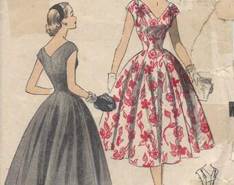 "1950s Vintage Sewing Pattern DRESS B33"" (214) Advance 6700"