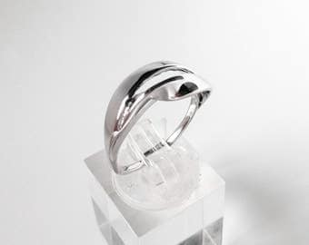Escher-04: sterling silver infinity ring.