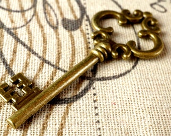Key charm 2 bronze vintage style  jewellery supplies C80