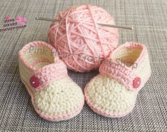 pink baby girl shoes , handmade baby girl crochet shoes , pink girl shoes , pink shoes , customised handmade shoes , baby girl