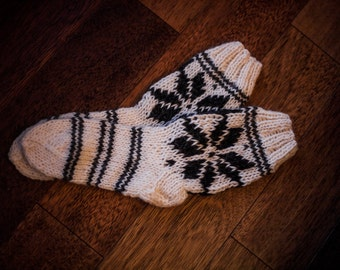 CREME SHORT SOCKS, handmade socks, folk socks, knitted socks, sheep wool socks
