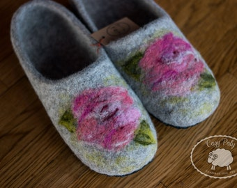 Gift for mum House Shoes Gray felt slippers Wool Slippers Woolen Clogs House Slippers Felt shoes with Flowers Felted slippers