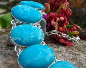 Exceptional Larimar River, spiritually protective stone that helps to find an anchor and facilitates communication.