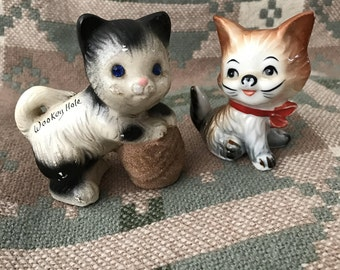2 kitsch vintage cat figurines