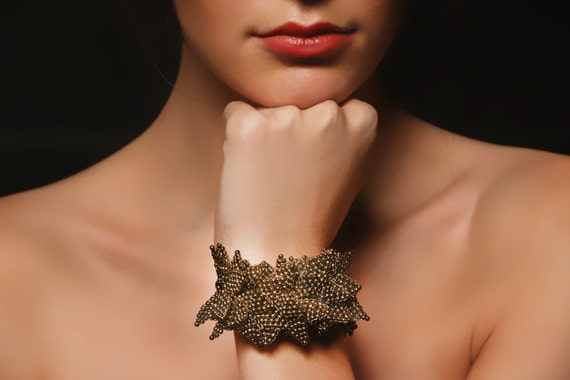Leaf like beaded antique gold bracelet
