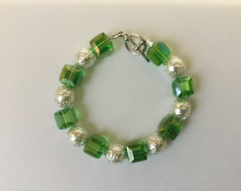 Swarovski cubes and pearls bracelet