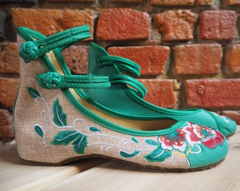 Women's 90s Green And Beige Ballet Pumps With Red Flower Embroidery And Ankle Straps Size US 9.5 EU 41