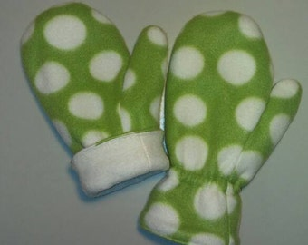 Reversible fleece mittens for children. Sizes S (4yrs), M (5/6yrs), L (7/8yrs)