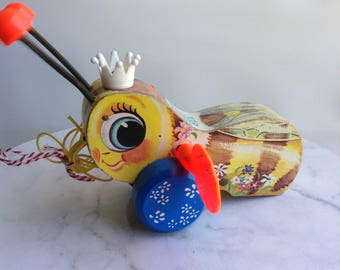 Queen Buzzy Bee Vintage Pull along Toy