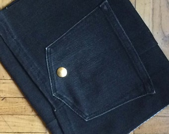 Wallet in jean grey canvas hands in pockets