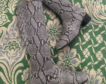 Amazing 60's vintage faux reptile go go boots Swinging London Mod