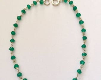 Silver wired emerald green agate bead bracelet
