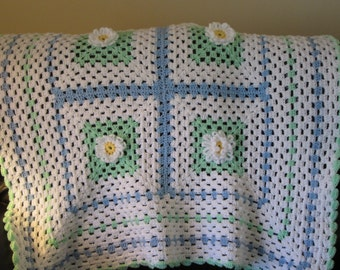 White afghan with Daisies