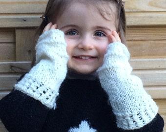 Glittering white child mitts