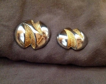 Vintage metal buttons from designe especially suitable for jacket, blaser or coat.