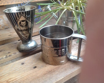 Measuring cup Lynx and flour sifter Dr.Oetker 1950 s
