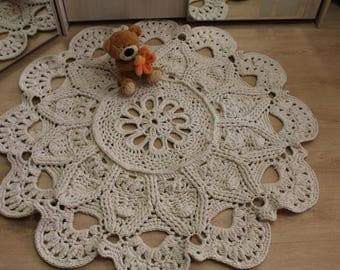 The cotton rug in the shape of a flower.Carpet Knitted.