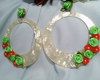 Flamenco earrings in pearlescent acetate with Florescitas made in green satin and red resin. Party earrings. Valentine's Day gift.