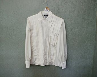 Vintage White Pleated Blouse *Flat Rate Shipping* [Cute Vintage Top Shirt Women's Size 11/12 Large] IMPERFECT: Missing Cuff Button