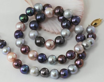 Quality peacock pearl necklace with 18kt gold clasp - 8mm to 9mm pearls - 17.5 inches long hand knotted on pure silk