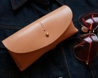 Sunglasses case,Handmade Leather sunglasses case,Leather,vegtan leather,Gift