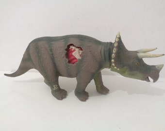 Jurassic Park JP08 Triceratops Dinosaur Model with Head Action by Kenner 1993