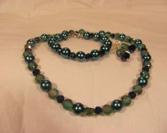 Green Pearl choker, bracelet and earrings