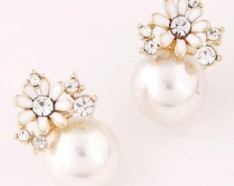 Lulu - Flower pearl statement earrings