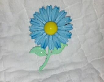 Vintage blue daisy enamel pin