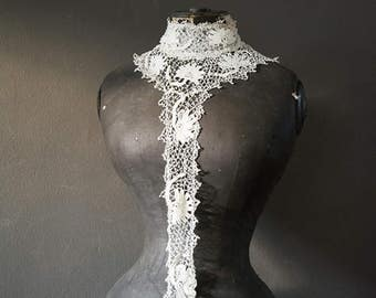 Beautiful antique French lace collar jabot Stunning Antique Wedding / Bridal Wear